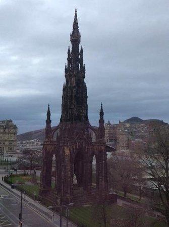 Mercure Edinburgh City - Princes Street Hotel: view from privilege room