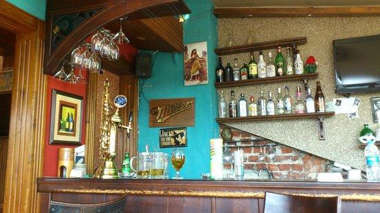 Cheers Hostel: Lounge bar