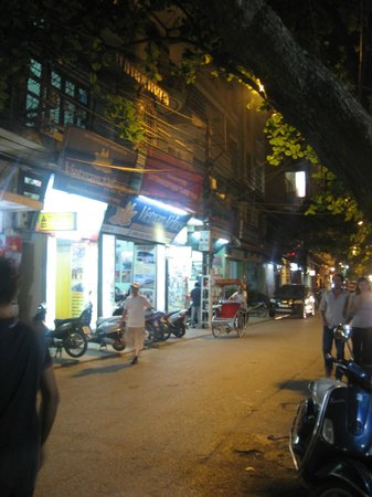 Old Quarter: Late night shopping in the Old town.