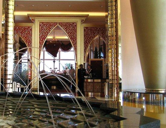 Burj Al Arab Jumeirah: Вход в Королевский обеденный зал