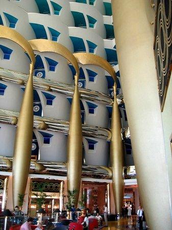 Burj Al Arab Jumeirah : Холл-красавец