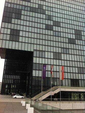 Hyatt Regency Dusseldorf: Otel dıştan görünüm