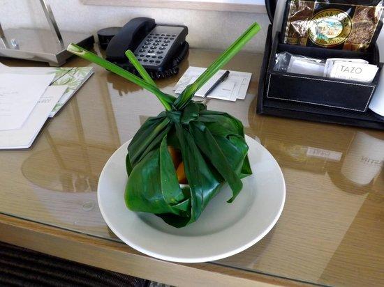 Moana Surfrider, A Westin Resort & Spa: Fruit basket on arrival