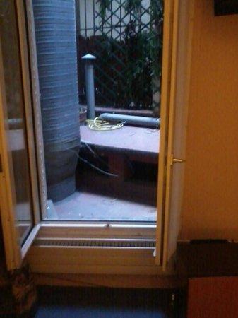 Hotel Murat : Uitzicht kamer 11