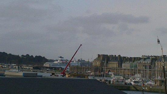 Hotel Oceania Saint Malo : Brittany Ferries Bretagne in Port!