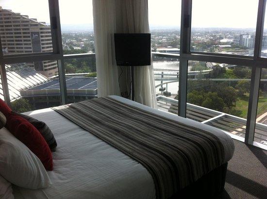 Meriton Serviced Apartments - Broadbeach : Main bedroom