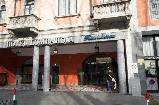 Hotel Lombardia: Puerta del hotel