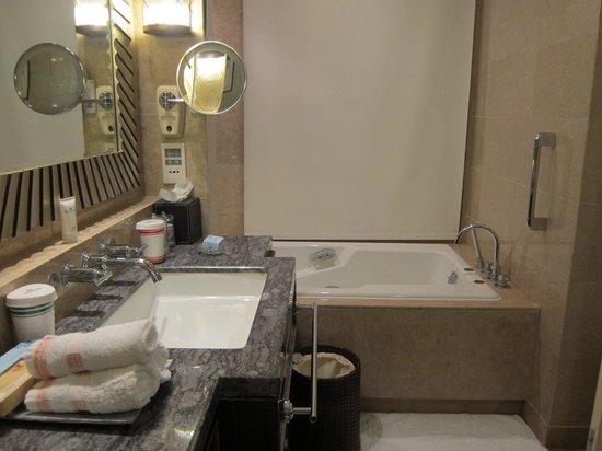 Seaview Garden Hotel: bathroom