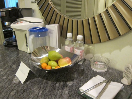 Seaview Garden Hotel: Complimentary fruit