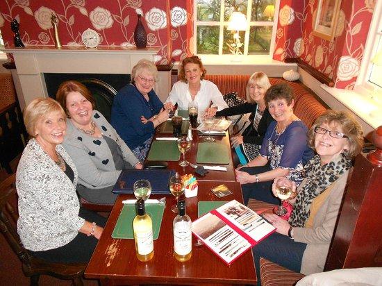 white hart inn: Meeting Friends