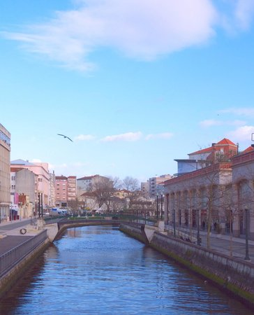 Forum Aveiro: O Forum foi construído ao lado do Canal Central, um cenário de eleição que serpenteia à sua volt