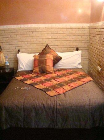 Riad Dar Mimouna Hotel : Bed