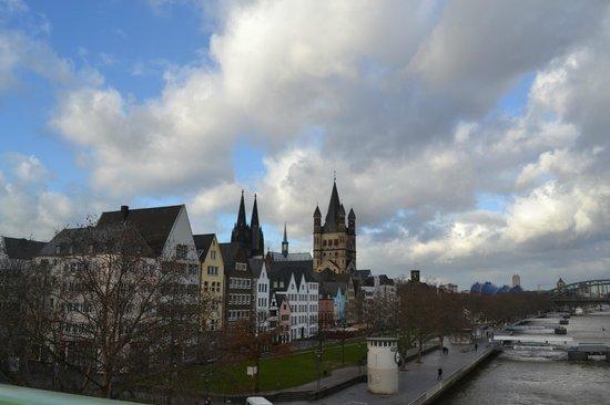 Kölner Dom: А так видны башни собора с моста через Рейн
