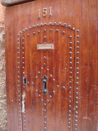 Riad Dar Mimouna Hotel : Front door to Riad