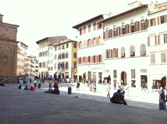 Corte dei Medici: de plaats bij het hotel - hotel meest links op de foto
