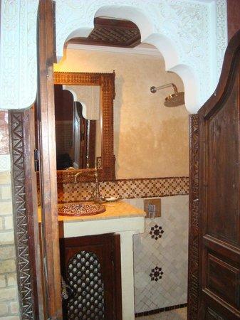 Riad Dar Mimouna Hotel: Bathroom