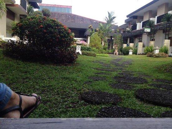 LPP Convention Hotel : Taman tengah hotel