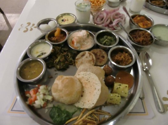 Samrat Veg Restaurant : thali