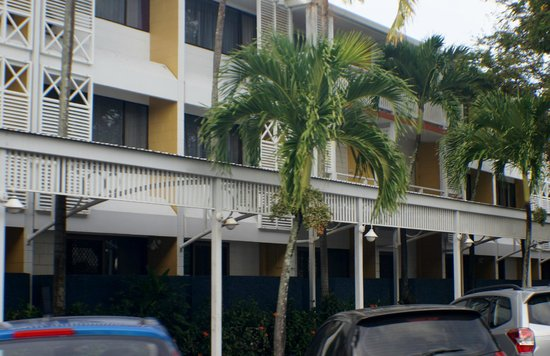 Ibis Styles Cairns : Outside