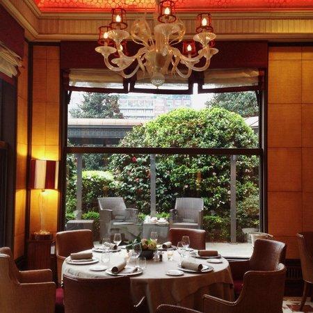 Hotel Principe Di Savoia: Acanto Restaurant, the garden