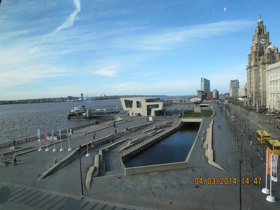 Albert Dock : FERRY TERMINAL - ''FERRY ACROSS THE MERSEY''