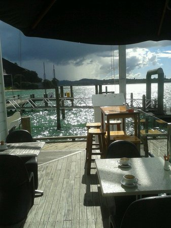 The Pier Lounge Bar & Cafe: In the storm..