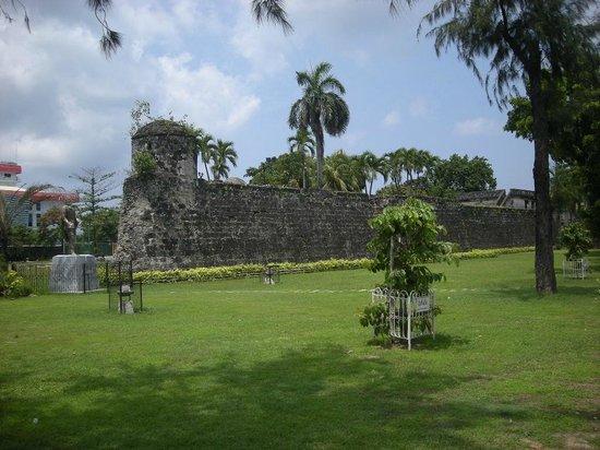 Fort San Pedro: 東側の外観