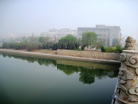 Home Inn Liaocheng Gaotang Yuqiu Shengjing : The river out the front.