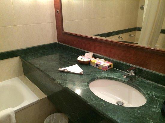 Mercure Hotel Khamis Mushayt: Bathroom