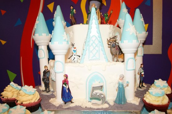 Rainbow's End Theme Park : Frozen/Tangled Disney Castle Cake and cupcakes