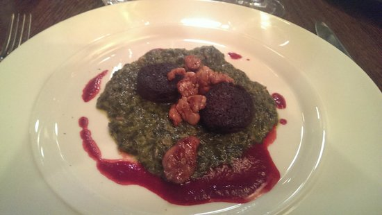 walter und Benjamin: Ris d'agneau, boudin noir, spinach with foie gras and a sour cherry sauce