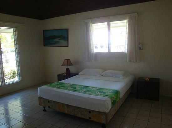 Naigani Island Resort: 1 Room of 2 with Queen