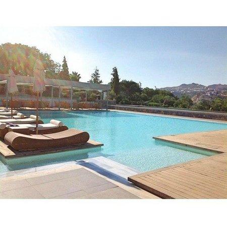 Out of the Blue Capsis Elite Resort: Территория главного бассейна