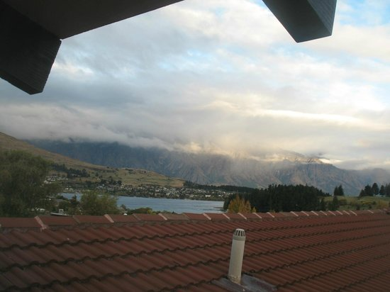 Copthorne Hotel and Resort Queenstown Lakefront : View from room