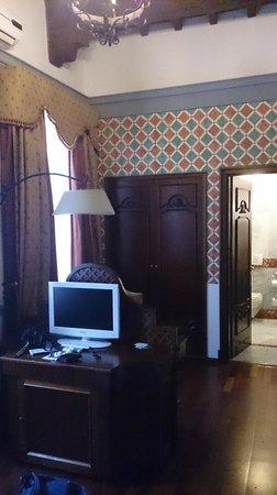 B4 Astoria Firenze: vers salle de bain