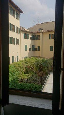 B4 Astoria Firenze : vue sur le patio sans bruits