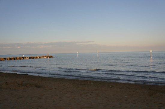 Hotel President Lignano: пляж