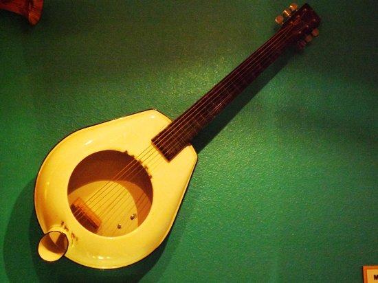 Ripley's Believe It Or Not!: Bed Pan Guitar