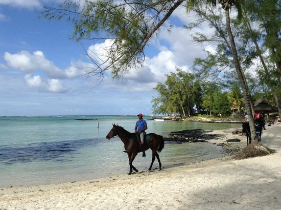 Ambre Resort & Spa: far corner of the beach