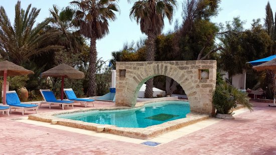 Residence Dar Sidi : beautiful swimming pool just a few hundred yards from the beach