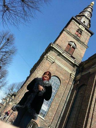 Erlöserkirche (Vor Frelsers Kirke): Me at the base of the tower