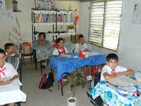 Hotel Playa Pesquero Resort, Suite & SPA: Local school