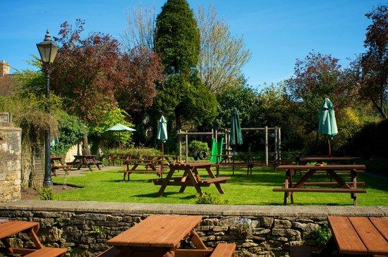 Old New Inn Cafe Bar: Beautiful beer garden