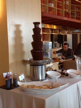 Hotel SB Diagonal Zero Barcelona: Fontaine à chocolat au petit déjeuner