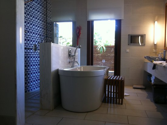 Blue Palace, a Luxury Collection Resort & Spa, Crete : bathroom
