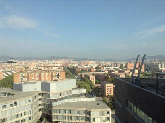 "Hotel SB Diagonal Zero Barcelona: Vue du 13e étage côté ""terres"""