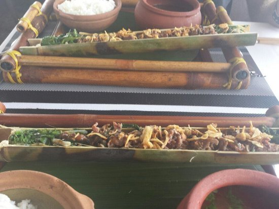The Gourmet Corner Restaurant : Main course of beef in bamboo sticks.
