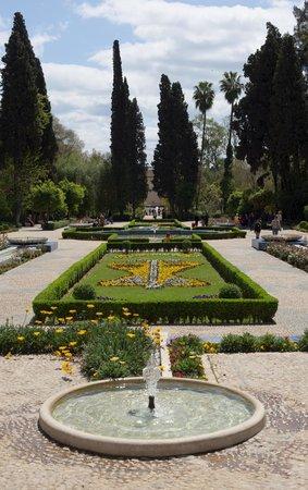 Jardin Jnan Sbil : Элементы регулярного парка, фантаны