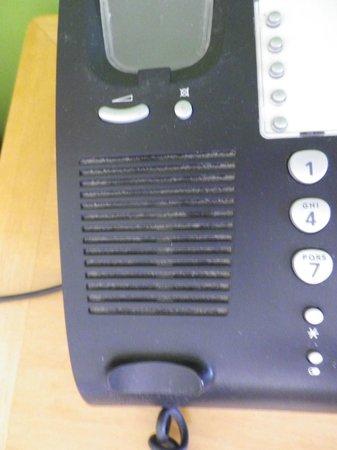 Ibis Styles Alice Springs Oasis : filthy telephone