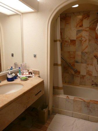 Marriott Cancun Resort: Private bathroom